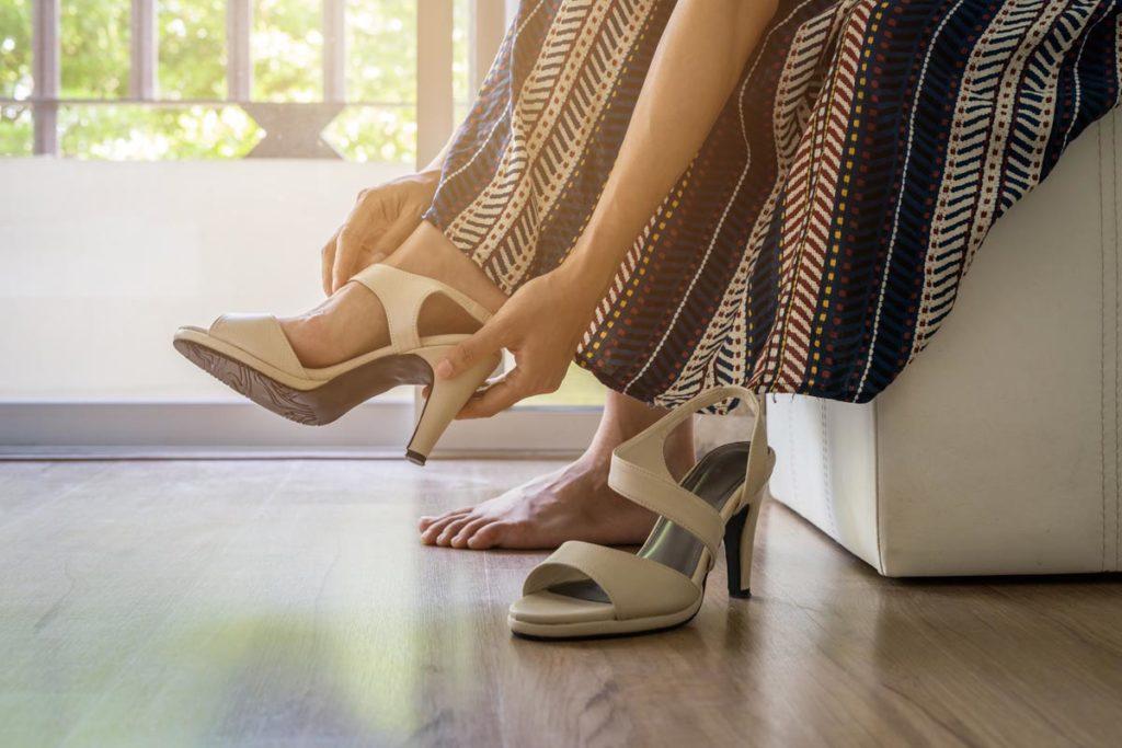 靴の色の選び方。足元カラーでコーデのバランスが整う!